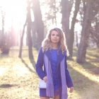 Koronkowa niebieska sukienka