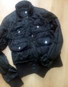 Czarna wiosena kurtka