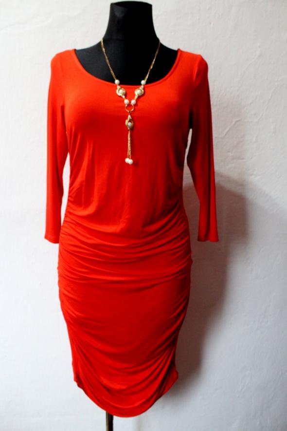 Suknie i sukienki Czerwona dopasowana sukienka r L