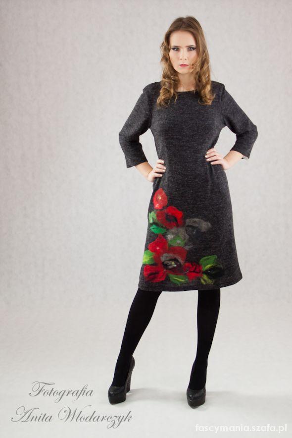Suknie i sukienki malowana filcem