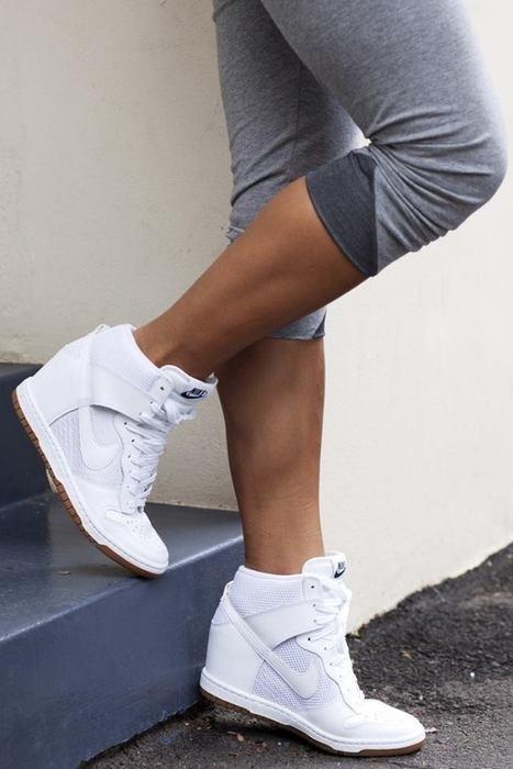 Obuwie Nike na koturnie białe