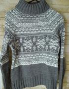Prześliczny cieplutki zimowy sweterek