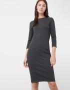 Sukienka o wciętym kroju
