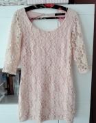 Reserved koronkowa sukienka pudrowy róż