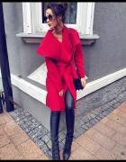 Czerwony Płaszcz z flauszu...