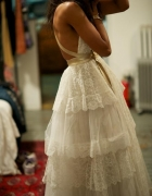 Śliczna koronkowa sukienka złoty pasek