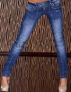 przecierane jeansy