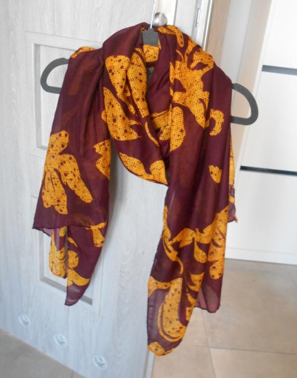 Chusty i apaszki HM nowa chusta wzory wiosenna kwiaty bordowa