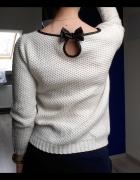 Sweterek ecru
