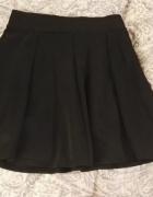 Czarna rozkloszowana spódnica spódniczka basic xs