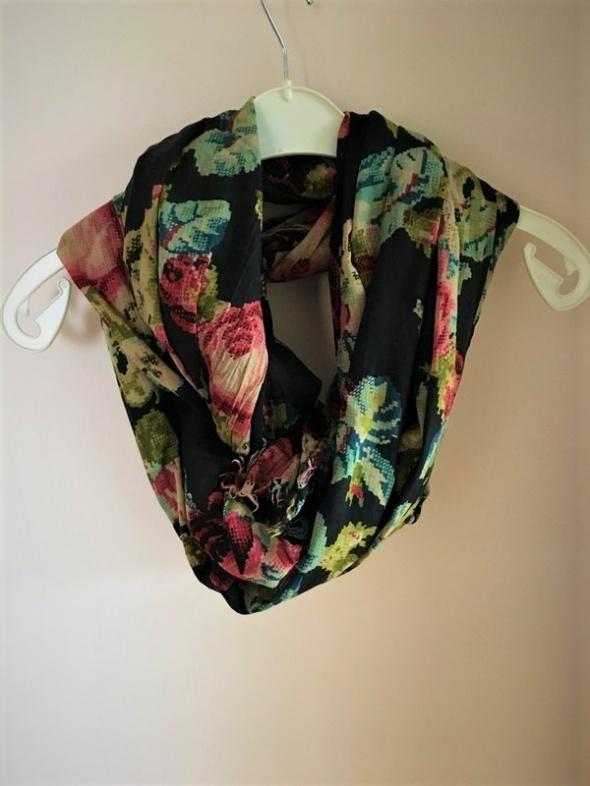 e2f56737e11752 Chusty i apaszki Duży szal chusta XXL czarna w kwiaty piękna Pimkie