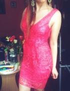 Koronkowa sukienka z baskinką S