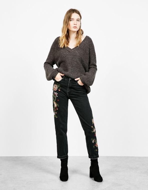 bershka mom jeans czarne w hafty...