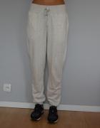 Kremowe spodnie dresowe ze ściągaczami