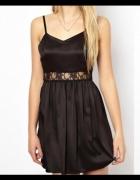 Love mała czarna sukienka mini a la halka koronka