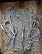 Dłuższa koszula z długim rękawem w paski...