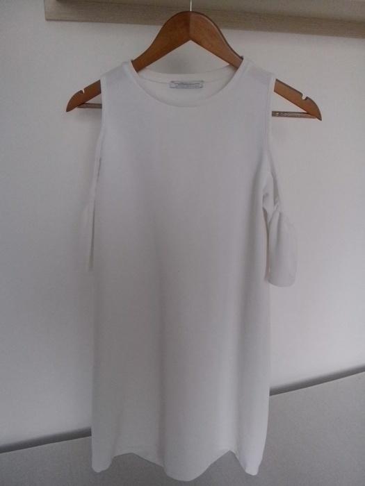 Sukienka Zara odkryte ramiona...