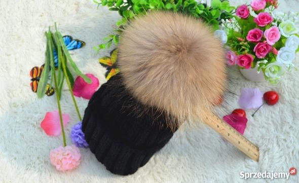 Nakrycia głowy czapka z pomponem piękna czarna new look