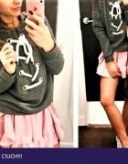 Wiązany sweterek