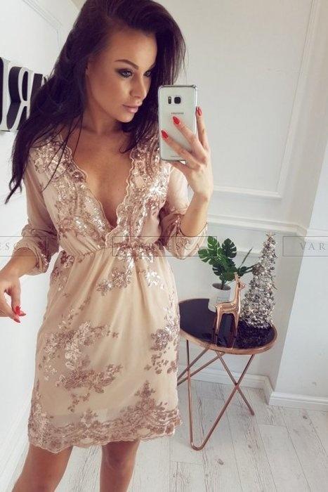 sukienka beżowa z cekinami złotymi dekolt V
