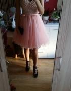 sukienka pudrowa tiul gorset perly kokarda