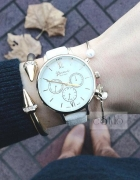 Biały zegarek blogerski złote wykończenia klasyk