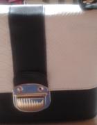 Czarno biała mała torebka