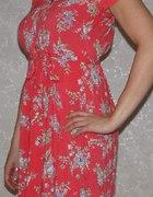 Malinowa sukienka w kwiatki
