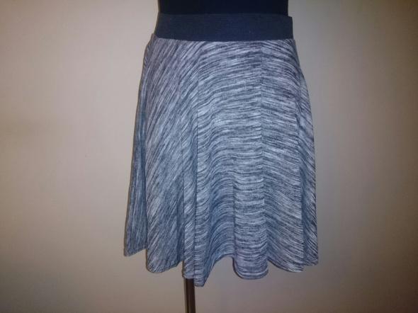 Spódnice spódnica szara melanż S na M kloszowana
