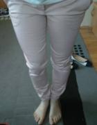 różowe spodnie calliope