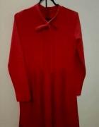 Czerwona sukienka z kokardą