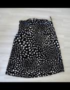 Czarna spódnica w groszki