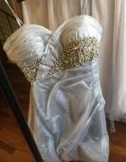 Srebrna sukienka z kamyczkami tanio