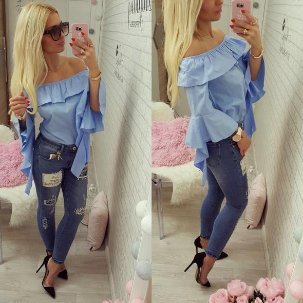 Mój styl baby blue jeansy naszywki