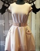 Sukienka pudrowa bombka