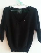 Czarny sweterek ze ściągaczem ala nietoperek 36
