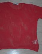 Czerwony siateczkowy sweter
