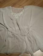 Bluzka plażowa biała zdobienie przy dekolcie