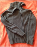 Sweter Carry z oryginalnym zameczkiem