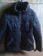 czarna puchowa kurtka marki Orsay