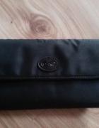czarny portfel z kokardką