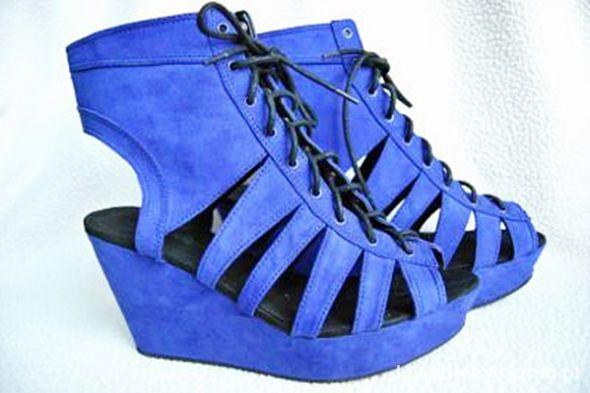Koturny Niebieskie kobaltowe koturny sandały H&M Divided