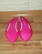 Neonowe różowe balerinki