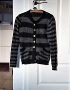 Ciepły czarny sweter na guziki w pasy paski