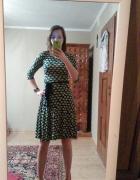 Rozkloszowana sukienka w grochy