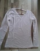 biała bluzka ze zdobieniem