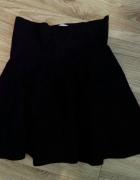 czarna spódnica rozkloszowana...