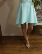 Sukienka z dłuższym tyłem