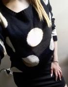 sweter w duże kropki