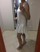 sukienka z falbanką ecru